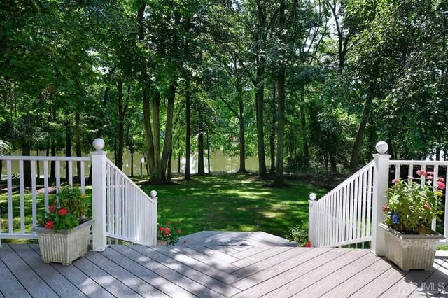 44 Lake Drive, North Brunswick, NJ 08902 (MLS #2103347) :: The Dekanski Home Selling Team