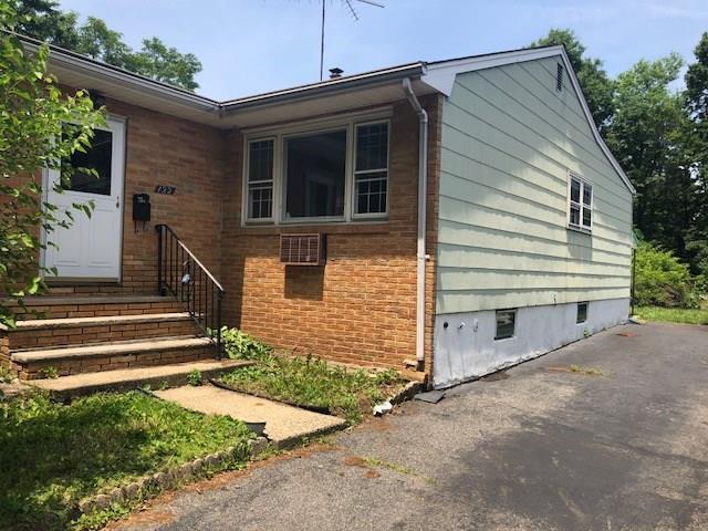 122 Willry Street, Woodbridge Proper, NJ 07095 (MLS #1827022) :: The Dekanski Home Selling Team