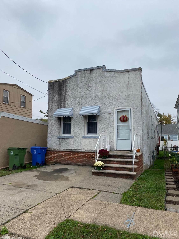 774 Carlock Avenue - Photo 1