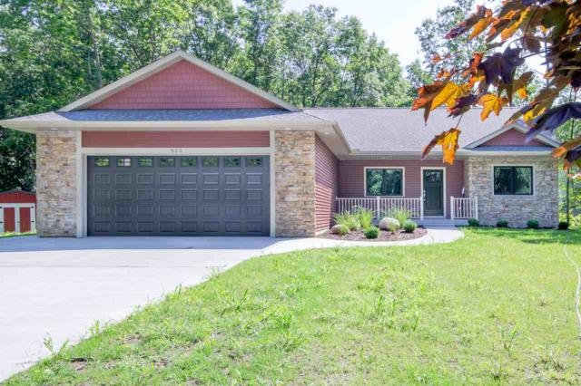 925 S Crooked Tree Lane, Midland, MI 48640 (MLS #31385922) :: Bricks Real Estate Experts