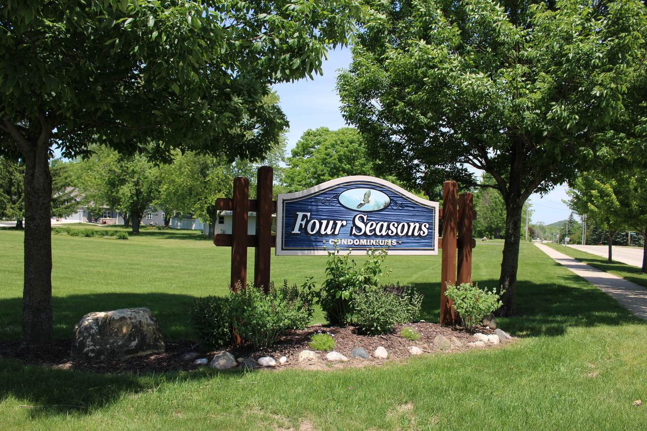 215 Four Seasons Ln - Photo 1