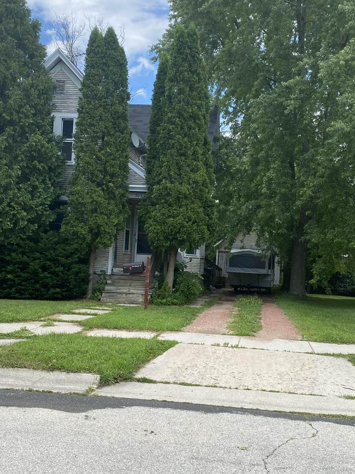 303 Plymouth St - Photo 1