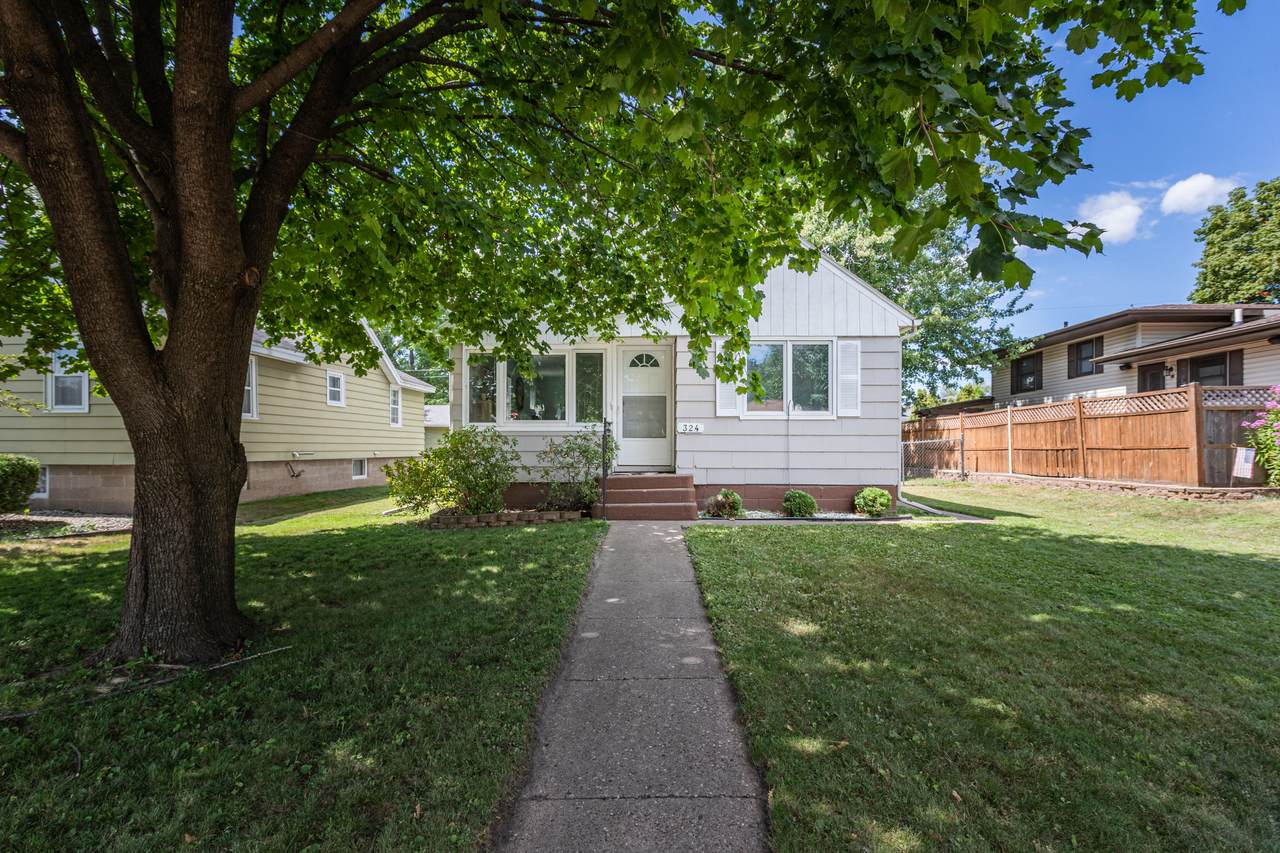 324 9th Ave S - Photo 1