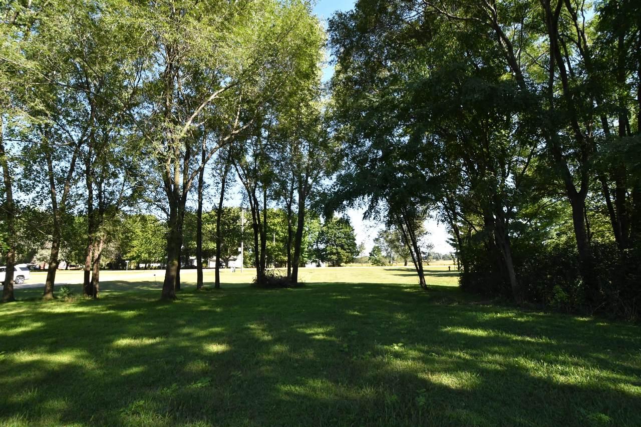 494 Meadowlark Ln E - Photo 1