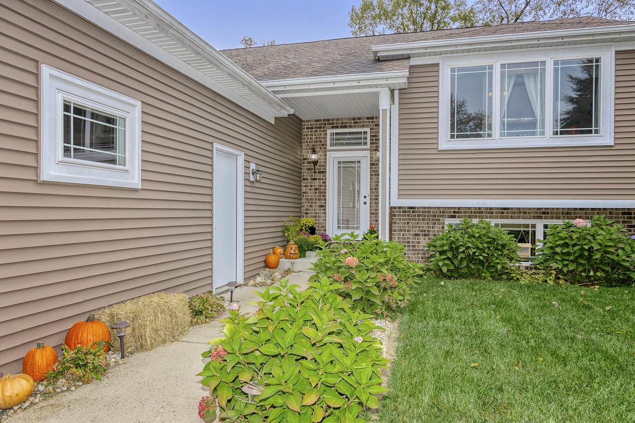 11117 8th Ave - Photo 1