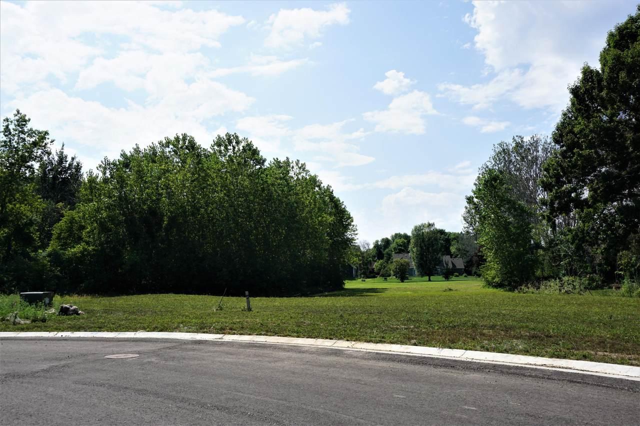 730 Brookview Ct - Photo 1
