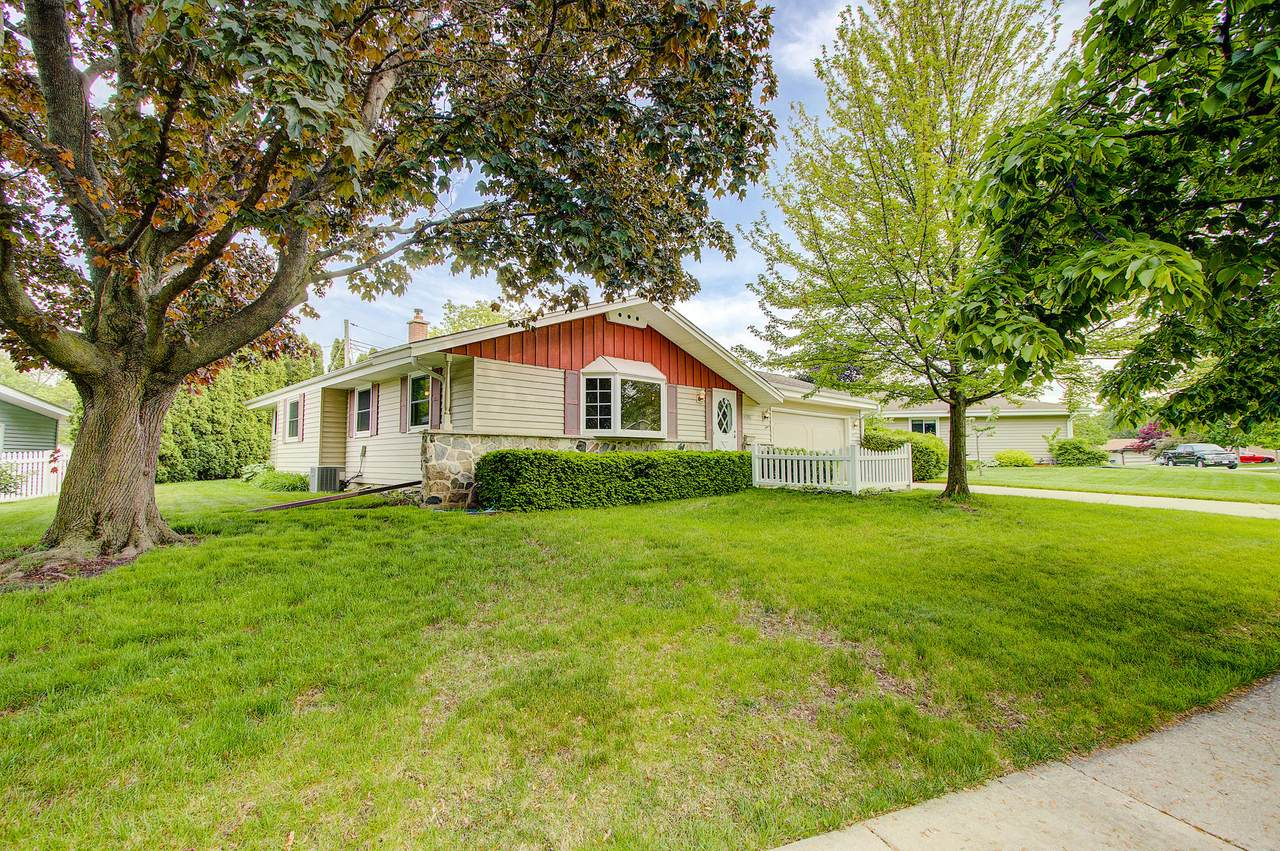 5396 Meadow Dr - Photo 1