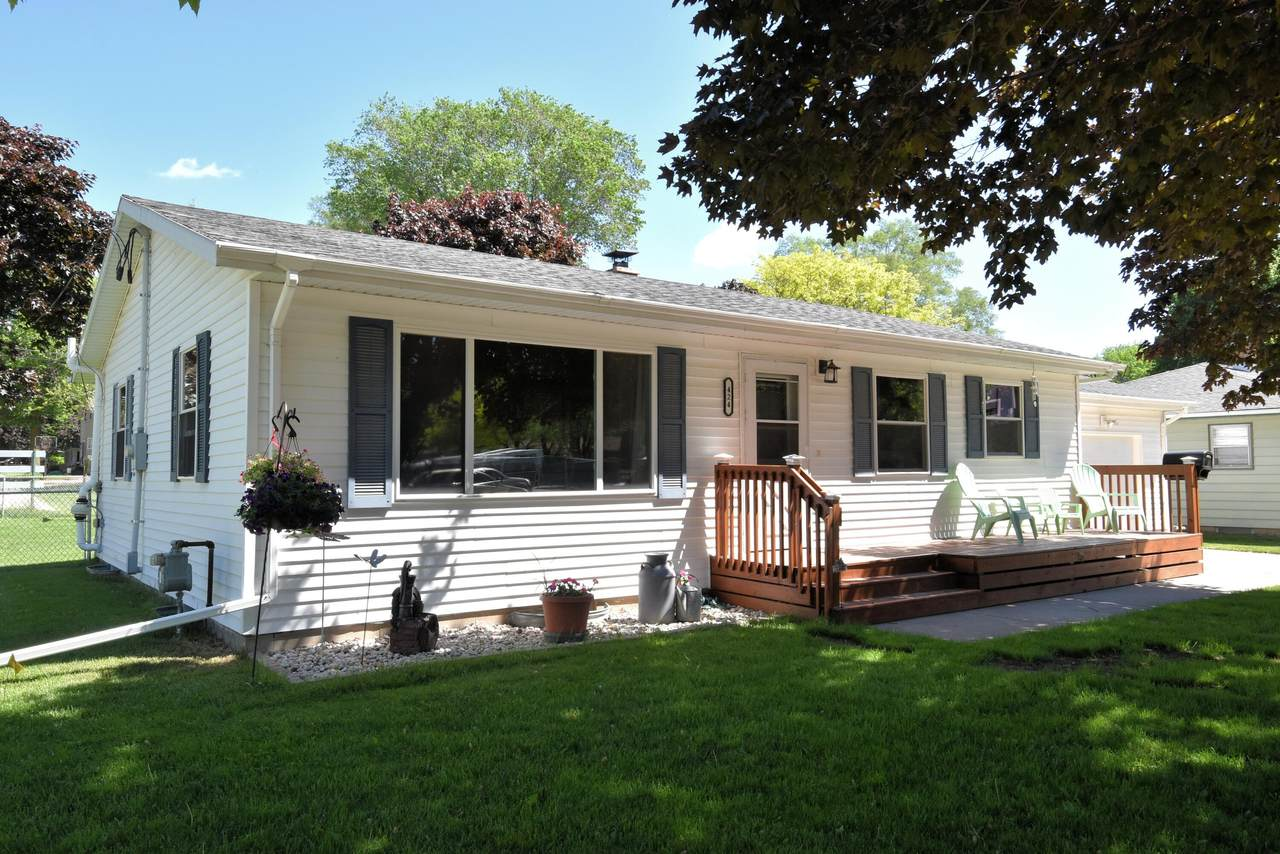 424 Lincoln Ave - Photo 1