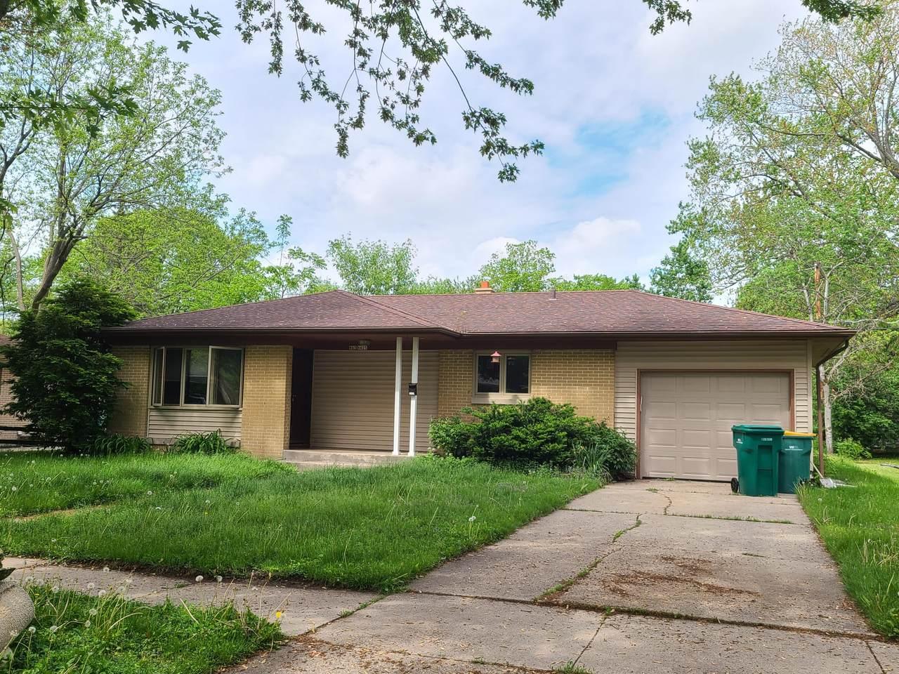W65N425 Westlawn Ave - Photo 1