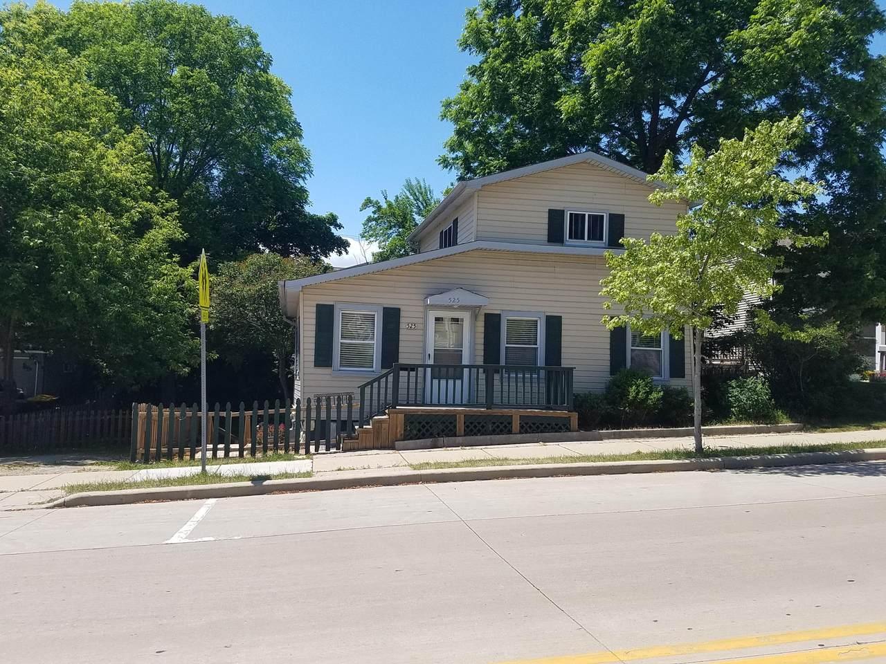 525 Wisconsin St - Photo 1