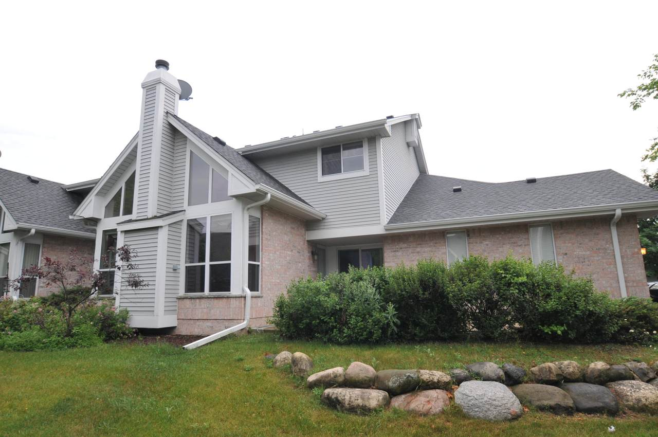 3170 Waterford Ct - Photo 1
