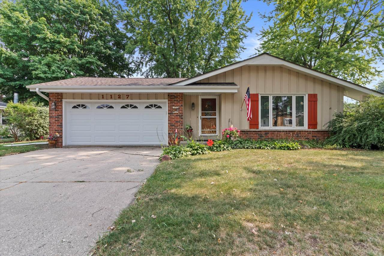 1127 Green Valley Dr - Photo 1