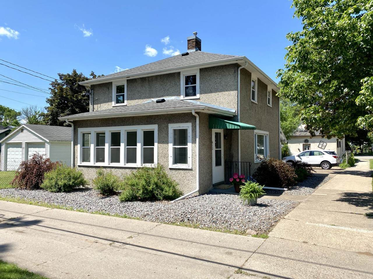 612 East Ave S - Photo 1
