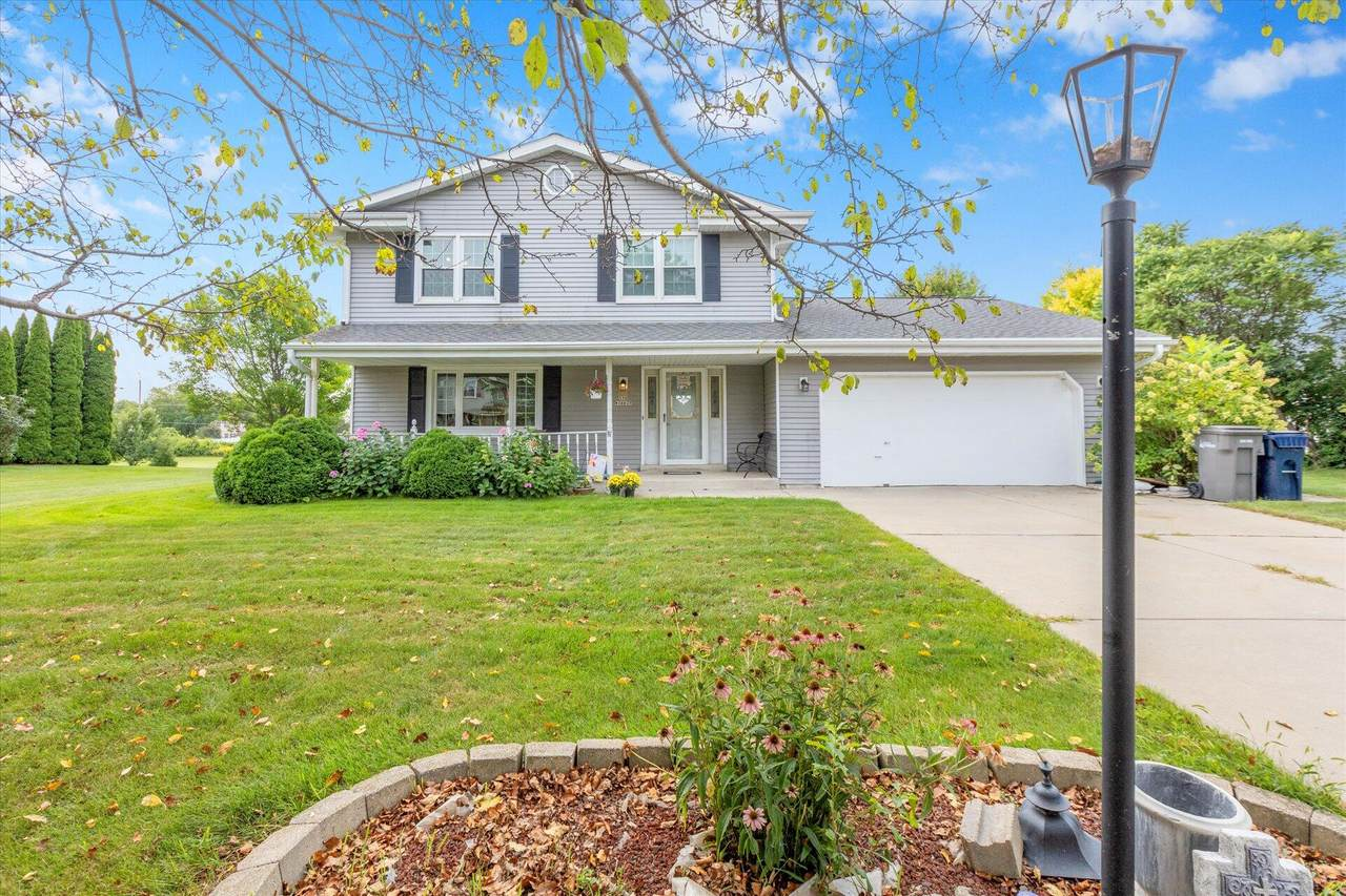 S78W16627 Spinnaker Dr - Photo 1
