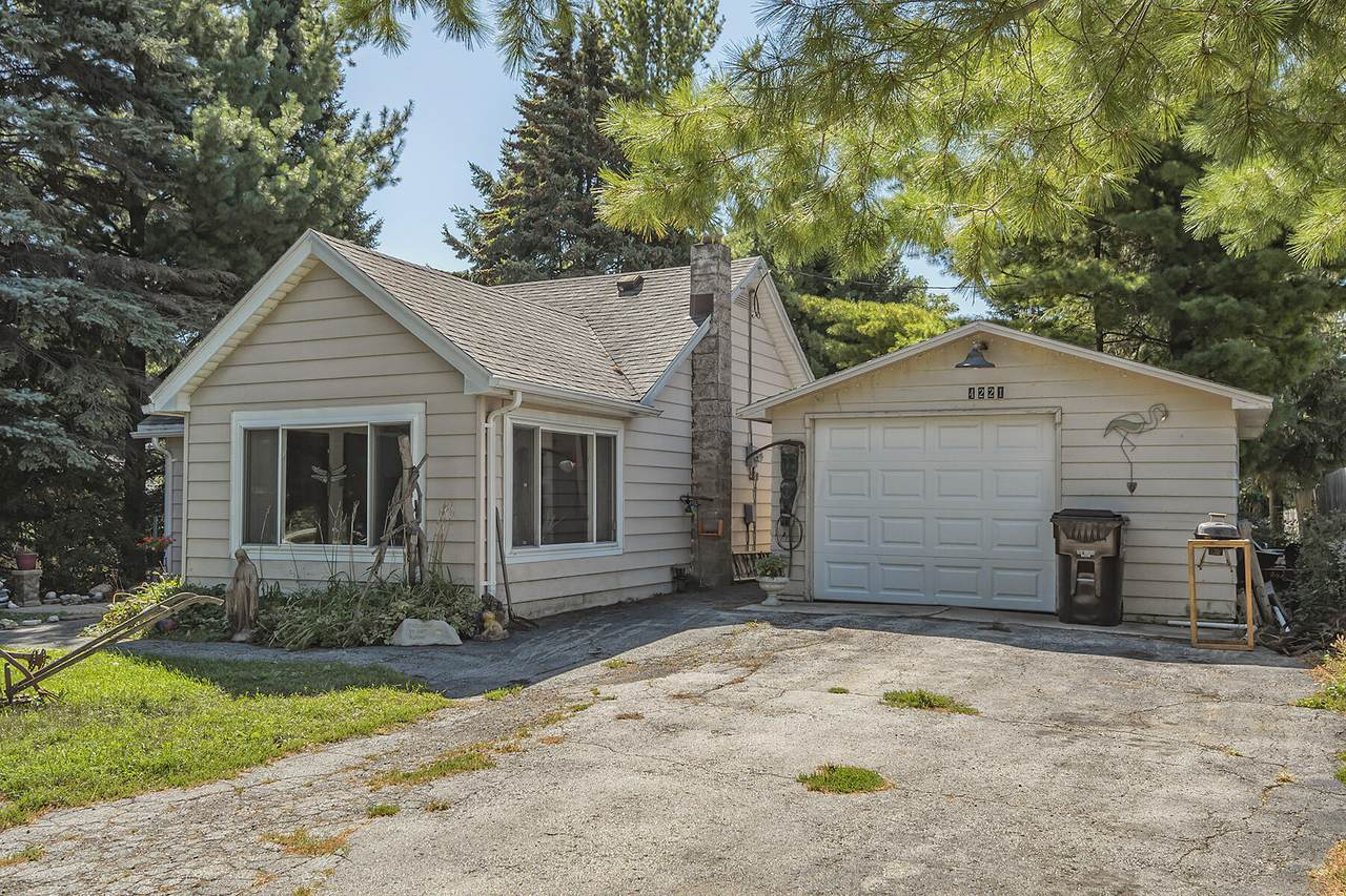 4221 Johnson Ave - Photo 1