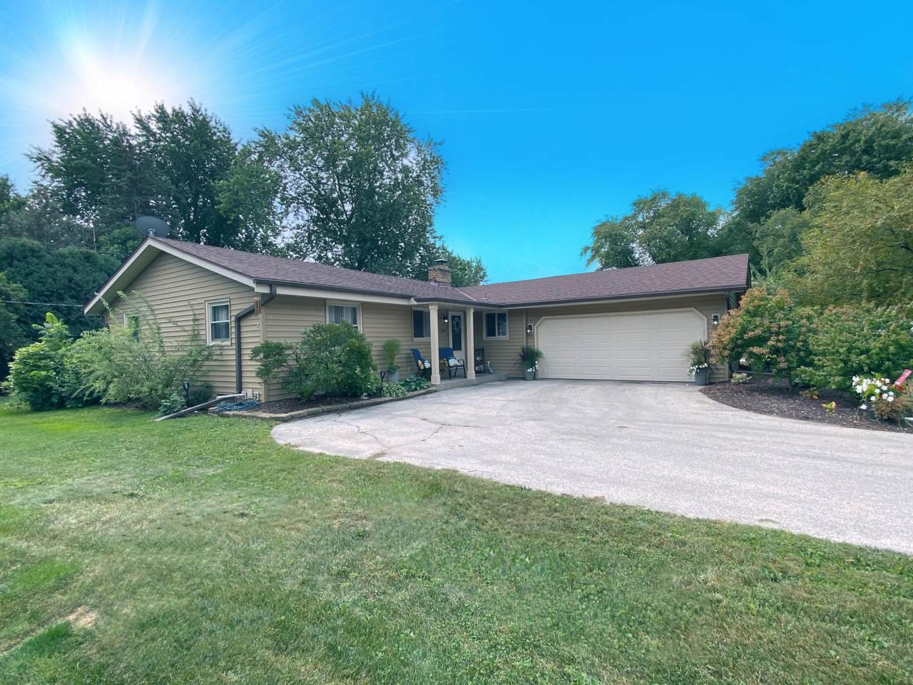 1111 Green Valley Dr - Photo 1