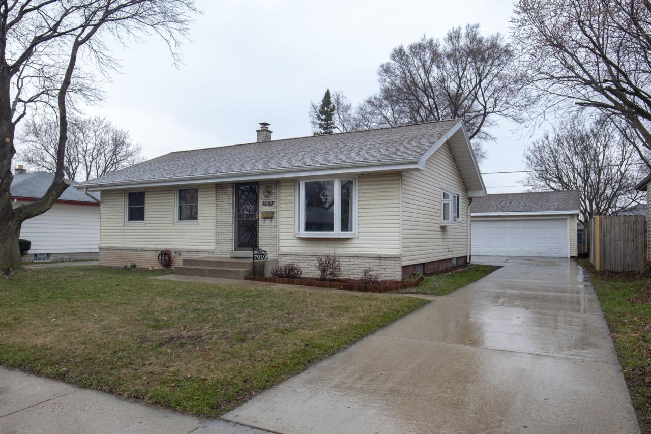 7010 Brentwood - Photo 1