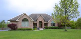 N30W22124 Woodfield Ct W, Pewaukee, WI 53072 (#1530958) :: Vesta Real Estate Advisors LLC