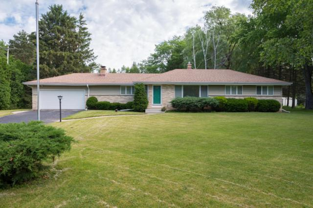 3322 W Chestnut, Mequon, WI 53092 (#1535987) :: Tom Didier Real Estate Team