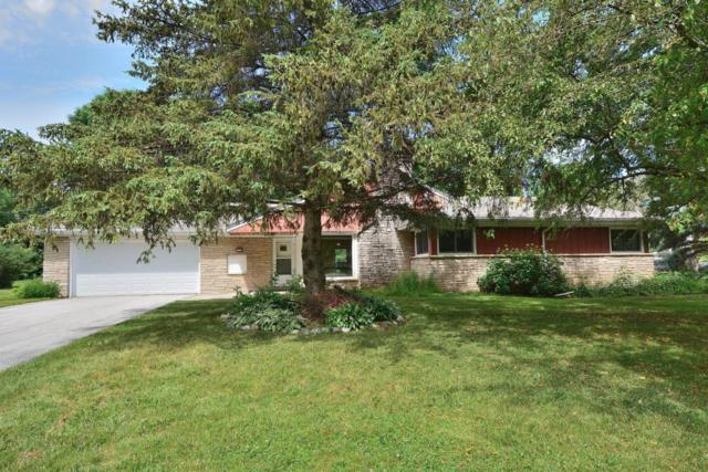 1735 Lone Oak Ln, Brookfield, WI 53045 (#1536266) :: Vesta Real Estate Advisors LLC