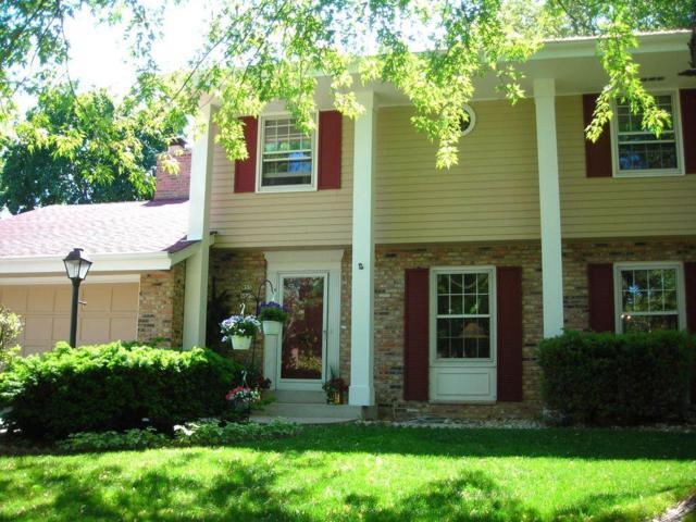 W53N863 Castle Ct, Cedarburg, WI 53012 (#1537141) :: Tom Didier Real Estate Team