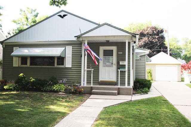 2806 W Oriole Drive, Milwaukee, WI 53209 (#1541381) :: Vesta Real Estate Advisors LLC