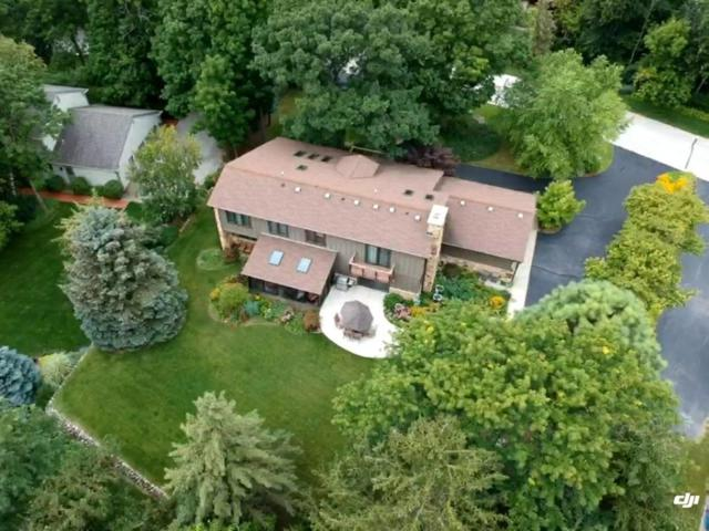 1550 Constitution Dr, Brookfield, WI 53045 (#1544371) :: Tom Didier Real Estate Team