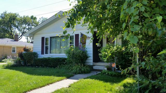 5563 N Argyle Ave, Glendale, WI 53209 (#1544442) :: Vesta Real Estate Advisors LLC