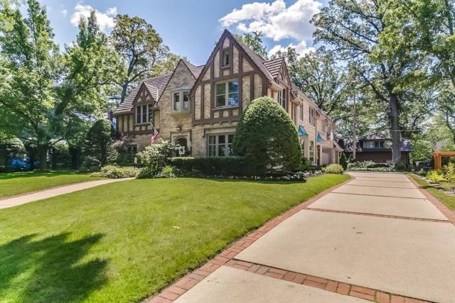 857 E Lake Forest Ave, Whitefish Bay, WI 53217 (#1545280) :: Tom Didier Real Estate Team