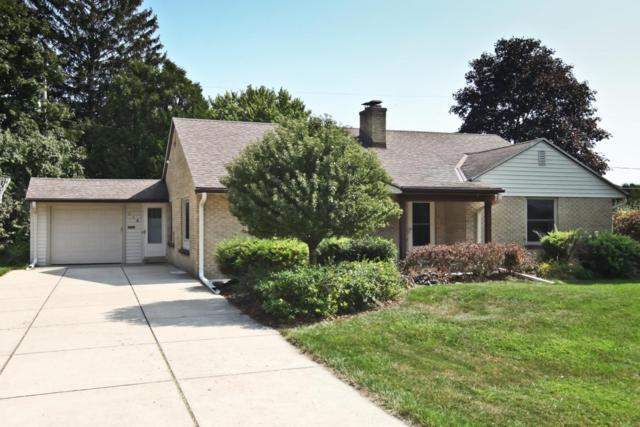 214 W Alta Loma Cir, Thiensville, WI 53092 (#1550393) :: Tom Didier Real Estate Team