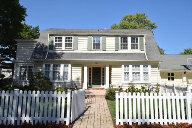 2400 E Olive, Shorewood, WI 53211 (#1551033) :: Vesta Real Estate Advisors LLC