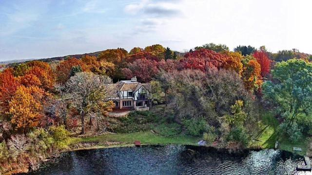 N10W29326 Castle Combe Ct, Delafield, WI 53188 (#1551049) :: Vesta Real Estate Advisors LLC