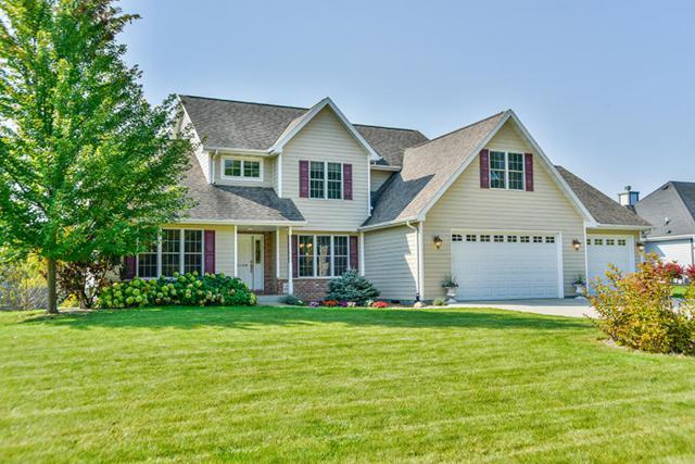 N30W22108 Woodfield Ct, Pewaukee, WI 53186 (#1551833) :: Vesta Real Estate Advisors LLC