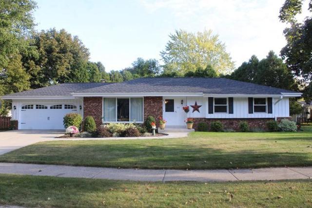 520 Greenfield Dr, Grafton, WI 53024 (#1553862) :: Tom Didier Real Estate Team
