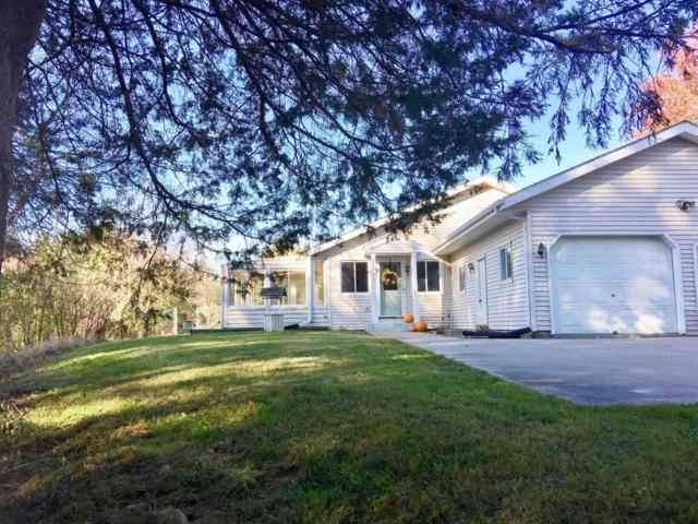 3977 Nagawicka Rd, Delafield, WI 53029 (#1557598) :: Vesta Real Estate Advisors LLC