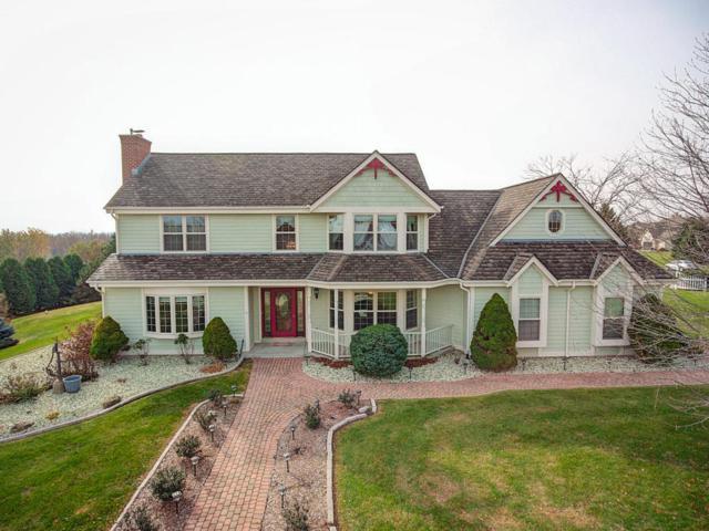 N53 W26785 Arrowhead Dr, Pewaukee, WI 53072 (#1558823) :: Vesta Real Estate Advisors LLC