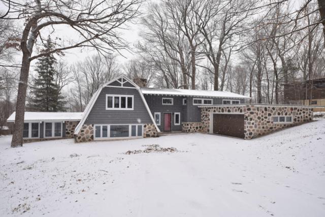 465 Ravenswood Hills Cir, Brookfield, WI 53045 (#1561111) :: Vesta Real Estate Advisors LLC
