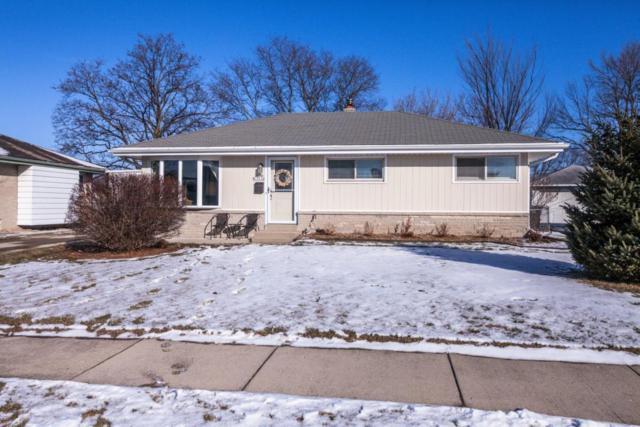 N88W15114 Cleveland Ave, Menomonee Falls, WI 53051 (#1563221) :: Vesta Real Estate Advisors LLC