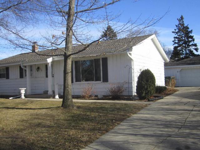 258 S Colonial Pkwy, Saukville, WI 53080 (#1563422) :: Tom Didier Real Estate Team