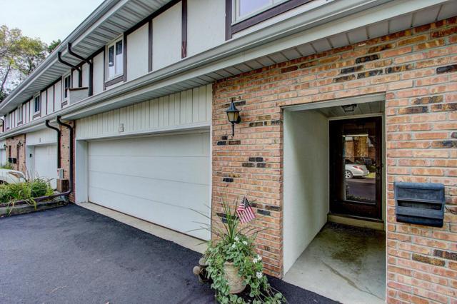 W53N158 Garfield Ct, Cedarburg, WI 53012 (#1563498) :: Tom Didier Real Estate Team