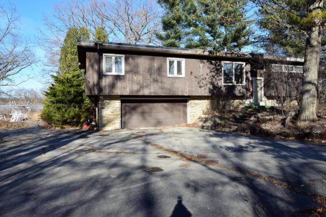 5748 Island View Ct, Waterford, WI 53185 (#1563550) :: Vesta Real Estate Advisors LLC