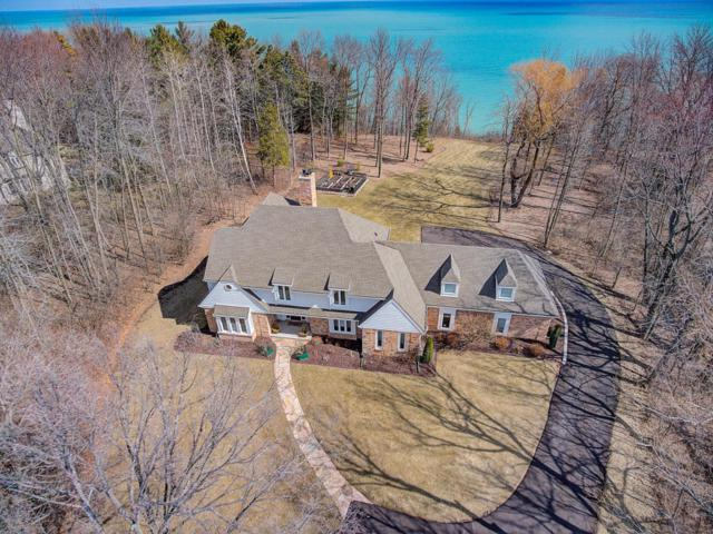 312 W Saddleworth Ct, Mequon, WI 53092 (#1569918) :: Tom Didier Real Estate Team