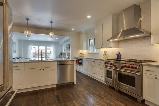 6069 N Bay Ridge Ave, Whitefish Bay, WI 53217 (#1570181) :: Vesta Real Estate Advisors LLC