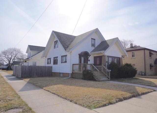 2223 Charles St, Racine, WI 53402 (#1573713) :: Tom Didier Real Estate Team