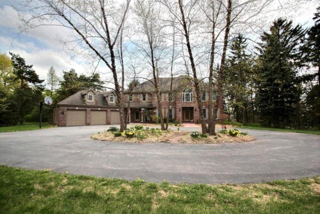 W36 Oakwood Dr, Delafield, WI 53018 (#1581002) :: Vesta Real Estate Advisors LLC