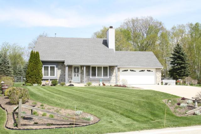 10598 S Barton Rd, Oak Creek, WI 53154 (#1582457) :: Tom Didier Real Estate Team