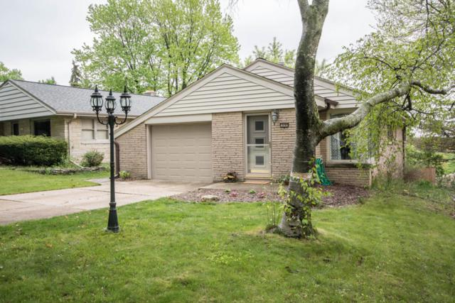10105 W Highwood Ave, Wauwatosa, WI 53222 (#1586297) :: Vesta Real Estate Advisors LLC