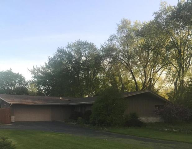 8401 W Poplar Dr, Mequon, WI 53097 (#1586636) :: Vesta Real Estate Advisors LLC