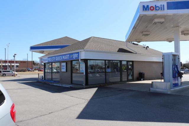 827 E Green Bay Ave, Saukville, WI 53080 (#1586919) :: Vesta Real Estate Advisors LLC