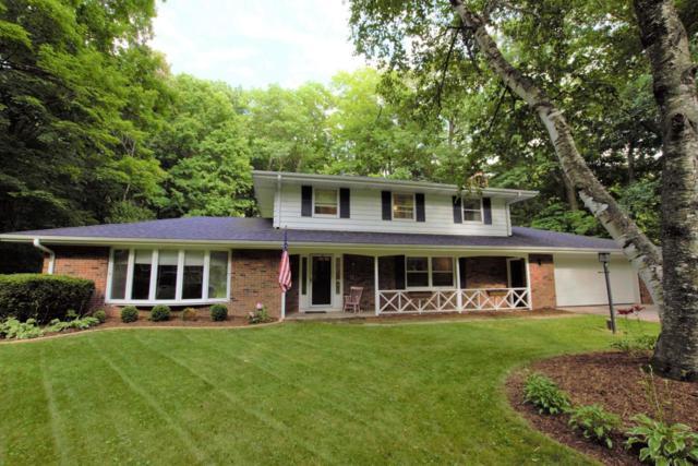472 Beechwood Dr, Cedarburg, WI 53012 (#1594247) :: Tom Didier Real Estate Team
